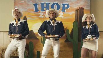 IHOP 2x2x2 Combo TV Spot, 'Baile de dos pasos' [Spanish] - Thumbnail 2
