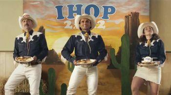 IHOP 2x2x2 Combo TV Spot, 'Baile de dos pasos' [Spanish]