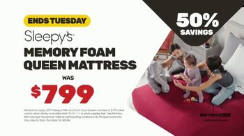 Mattress Firm Year End Sale TV Spot, 'King for a Queen Ends Tuesday: Sleepy's Queen for $399' - Thumbnail 7