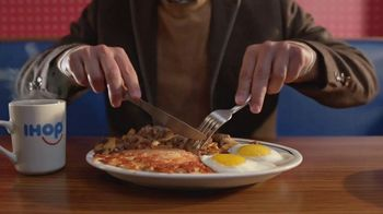 IHOP All You Can Eat Pancakes TV Spot, 'Breakfast Combos' - Thumbnail 2