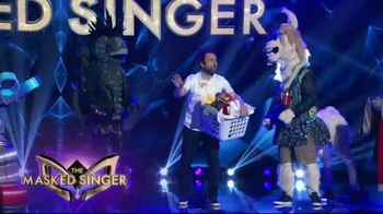 Tide POWER PODS TV Spot, 'When Is Later: The Masked Singer' Featuring Charlie Day - Thumbnail 3