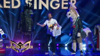 Tide POWER PODS TV Spot, 'When Is Later: The Masked Singer' Featuring Charlie Day - Thumbnail 4