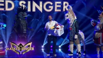 Tide POWER PODS TV Spot, 'When Is Later: The Masked Singer' Featuring Charlie Day - Thumbnail 6