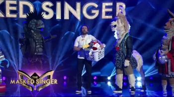 Tide POWER PODS TV Spot, 'When Is Later: The Masked Singer' Featuring Charlie Day - Thumbnail 7