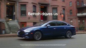 2020 Hyundai Sonata TV Spot, 'Smaht Pahk' Ft. John Krasinski, Chris Evans, Rachel Dratch [T1] - Thumbnail 10