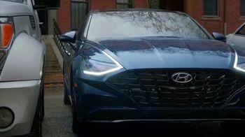 2020 Hyundai Sonata TV Spot, 'Smaht Pahk' Ft. John Krasinski, Chris Evans, Rachel Dratch [T1] - Thumbnail 9