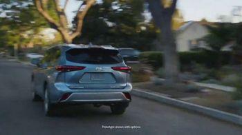 2020 Toyota Highlander TV Spot, 'Top Hat' Ft. Cat Wilson, Dawn Richard, Nadine Ellis [T1] - Thumbnail 2