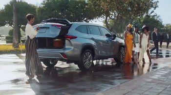 2020 Toyota Highlander TV Spot, 'Top Hat' Ft. Cat Wilson, Dawn Richard, Nadine Ellis [T1] - Thumbnail 7