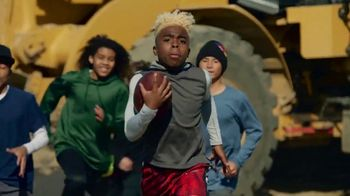 NFL 100 Super Bowl 2020 TV Spot, 'The Toss' Featuring Ray Lewis, Drew Brees, Jim Brown, Song by Ray Charles - Thumbnail 3