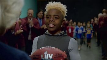 NFL 100 Super Bowl 2020 TV Spot, 'The Toss' Featuring Ray Lewis, Drew Brees, Jim Brown, Song by Ray Charles - Thumbnail 9