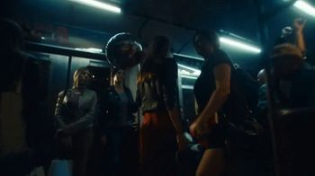 Michelob ULTRA Pure Gold Super Bowl 2020 TV Spot, '6 for 6-Pack' - Thumbnail 4