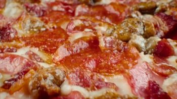 Pizza Hut $10 Meat Lover's Pizza Super Bowl 2020 TV Spot, 'Calling All Carnivores' - Thumbnail 2