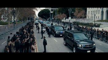 2020 Volkswagen Passat TV Spot, 'Motorcade Driver' Song by Yeah Yeah Yeahs [T1] - Thumbnail 1