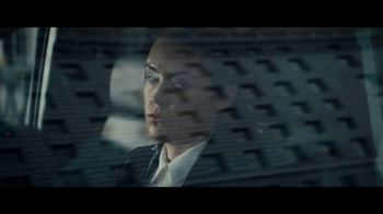2020 Volkswagen Passat TV Spot, 'Motorcade Driver' Song by Yeah Yeah Yeahs [T1] - Thumbnail 2