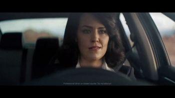 2020 Volkswagen Passat TV Spot, 'Motorcade Driver' Song by Yeah Yeah Yeahs [T1] - Thumbnail 7