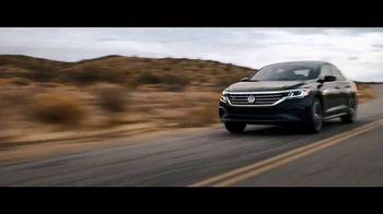 2020 Volkswagen Passat TV Spot, 'Motorcade Driver' Song by Yeah Yeah Yeahs [T1] - Thumbnail 8