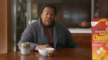 Honey Nut Cheerios TV Spot, 'Buzz Meets Leslie: Heart Shapes' Featuring Leslie David Baker