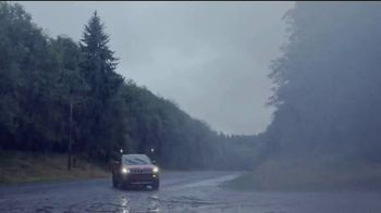 Jeep TV Spot, 'Roads Are Bad out There: Rain' Song by Sam Tinnesz [T1] - Thumbnail 4