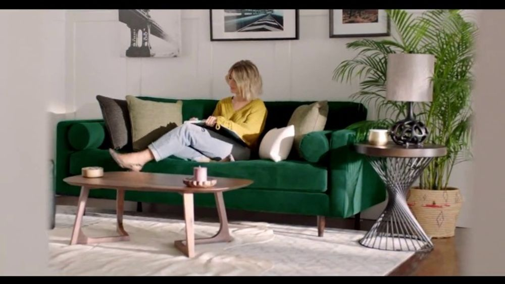 Rooms to Go TV Commercial, 'Add Some Color to Your World' Featuring Julianne Hough