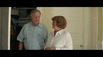 Downy WrinkleGuard TV Spot, 'Guilty Grandparents: Spray & Dryer Sheets' - Thumbnail 9