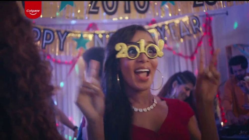 Colgate Optic White Renewal TV Commercial, 'New Year's Eve Nostalgia'