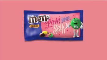 M&M's TV Spot, 'The Oscars: Love Your Self(ie)' - Thumbnail 7