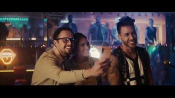 Sprint TV Spot, 'Roadside Bar Galaxy: Galaxy S10' con Prince Royce [Spanish] - Thumbnail 8