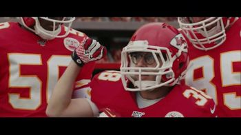 DIRECTV NFL Sunday Ticket TV Spot, 'A Better Way: Team Huddle: Holiday Offer' Featuring Patrick Mahomes - Thumbnail 3