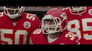 DIRECTV NFL Sunday Ticket TV Spot, 'A Better Way: Team Huddle: Holiday Offer' Featuring Patrick Mahomes - Thumbnail 5