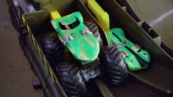 Hot Wheels Monster Trucks Epic Loop Challenge TV Spot, 'Crush It' - Thumbnail 5