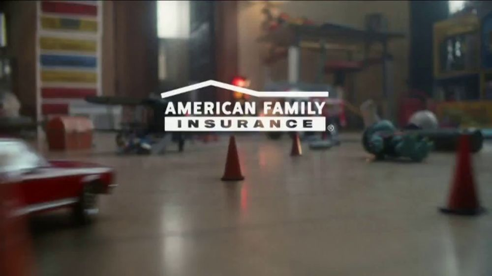 American Family Insurance TV Commercial, 'Dream Car' Song by Daryl Hall & John Oates