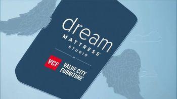 Value City Furniture Dream Mattress Studio Presidents Day Sale TV Spot, 'Doorbuster Deals' - Thumbnail 2