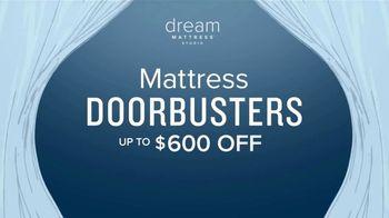 Value City Furniture Dream Mattress Studio Presidents Day Sale TV Spot, 'Doorbuster Deals' - Thumbnail 7