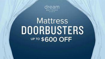 Value City Furniture Dream Mattress Studio Presidents Day Sale TV Spot, 'Doorbuster Deals' - Thumbnail 8