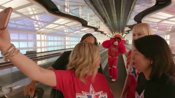 Hilton Chicago O'Hare Airport TV Spot, 'Benny's Guide' - Thumbnail 5