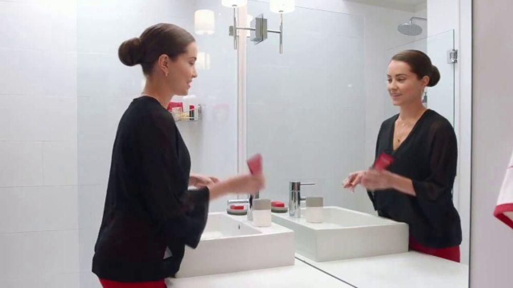 Colgate Optic White Renewal TV Commercial, 'Eliminar 10 a??os'