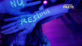 Garnier Fructis Invisible Dry Shampoo TV Spot, 'No Residue' Song by Bruno Mars - Thumbnail 6