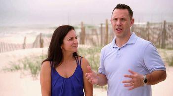 VRBO TV Spot, 'Beachfront Bargain Hunt: Tablet' - Thumbnail 2