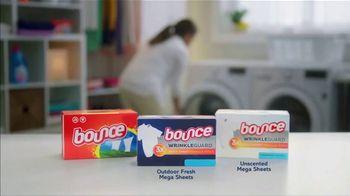 Bounce Wrinkle Guard TV Spot, 'World's First Mega Sheet' - Thumbnail 9