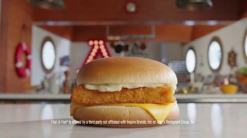 Arby's 2 for $6 Fish Sandwiches TV Spot, 'Pictures' Song by YOGI - Thumbnail 2