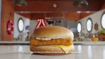 Arby's 2 for $6 Fish Sandwiches TV Spot, 'Pictures' Song by YOGI - Thumbnail 3