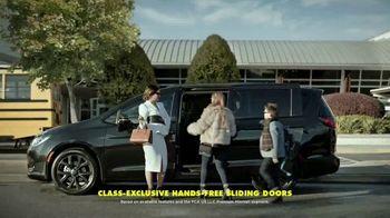 Chrysler Presidents Day Event TV Spot, 'School Drop-Off' Featuring Kathryn Hahn [T2] - Thumbnail 6