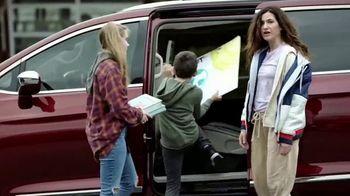 Chrysler Presidents Day Event TV Spot, 'School Drop-Off' Featuring Kathryn Hahn [T2] - Thumbnail 7