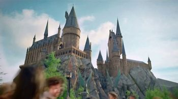 Universal Parks & Resorts TV Spot, 'Déjate Woah' [Spanish] - Thumbnail 4