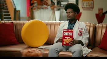 Cheez-It TV Spot, 'Who's Winning the Cheez-It Bowl?'