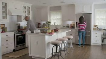 Lowe's TV Spot, 'Do Hosting Right: Whirlpool French Door Refrigerator' - Thumbnail 7