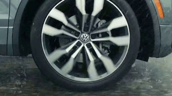Volkswagen Sign Then Drive Event TV Spot, 'Road Conditions' [T2] - Thumbnail 6