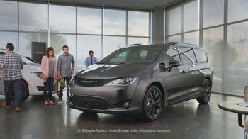 Chrysler Black Friday Sales Event TV Spot, 'Van Family' [T1] - 465 commercial airings