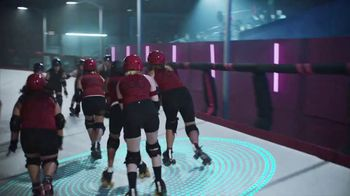 2020 Nissan Altima TV Spot, 'Roller Derby' Song by The Donnas [T2] - Thumbnail 3