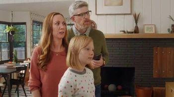 XFINITY xFi TV Spot, 'Family Heirloom' Featuring Amy Poehler - Thumbnail 5